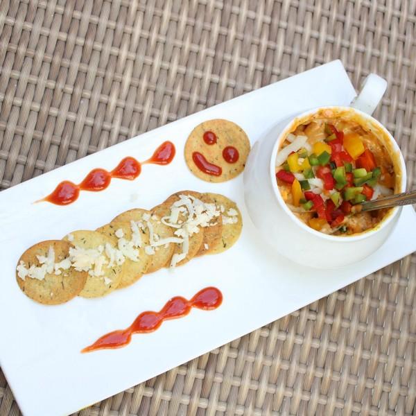 Cheesy Makhana Dip with Khakhra Superchips